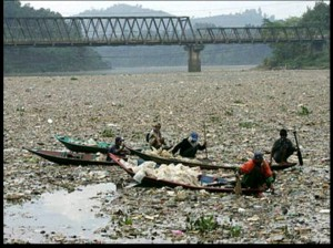 غلبه پلاستیک بر آب