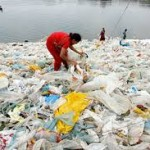 پلاستیک ساحل را پوشانده است