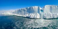 فوران گاز از درون یخ قطب