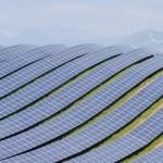 پانل های خورشیدی بر تپه ها