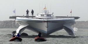 این قایق 30 متری 152 متر مربع پانل خورشیدی دارد.