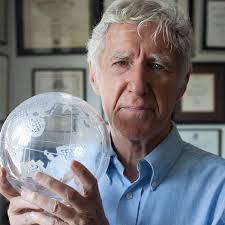 لستر راسل براون(Lester Russel Brown) تحلیل گر محیط زیست ایالات متحده