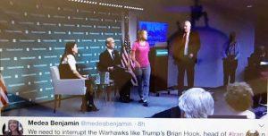 فعال ضد جنگ خانممئا بنجامین و قطع سخنرانی براین هوک رییس گروه اقدام بر علیه ایران